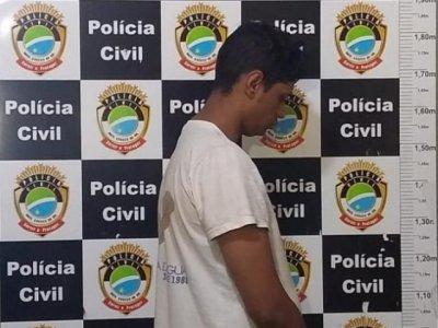O assaltante que estava dirigindo o carro durante a fuga foi preso e confessou o crime (Foto: Mirian Machado)