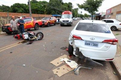 Força da batida destruiu lateral do segundo veículo atingido. (Foto: Paulo Francis)