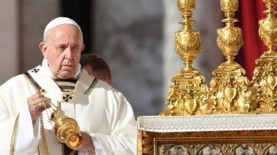 Pontífice também descartou ordenação feminina. Possibilidade de que homens com família constituída se tornassem padres na região havia sido discutida no sínodo da Igreja em outubro passado.