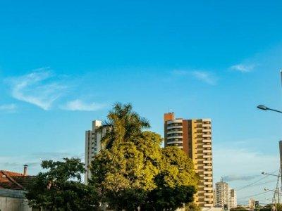 Campo Grande terá dia de sol com possibilidade de chuvas de verão. (Henrique Kawaminami)