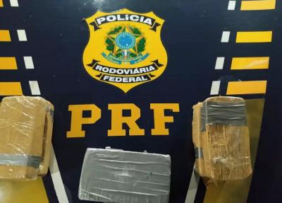 Drogas apreendidas com as mulheres que foram presas pela PRF. (Foto: PRF)